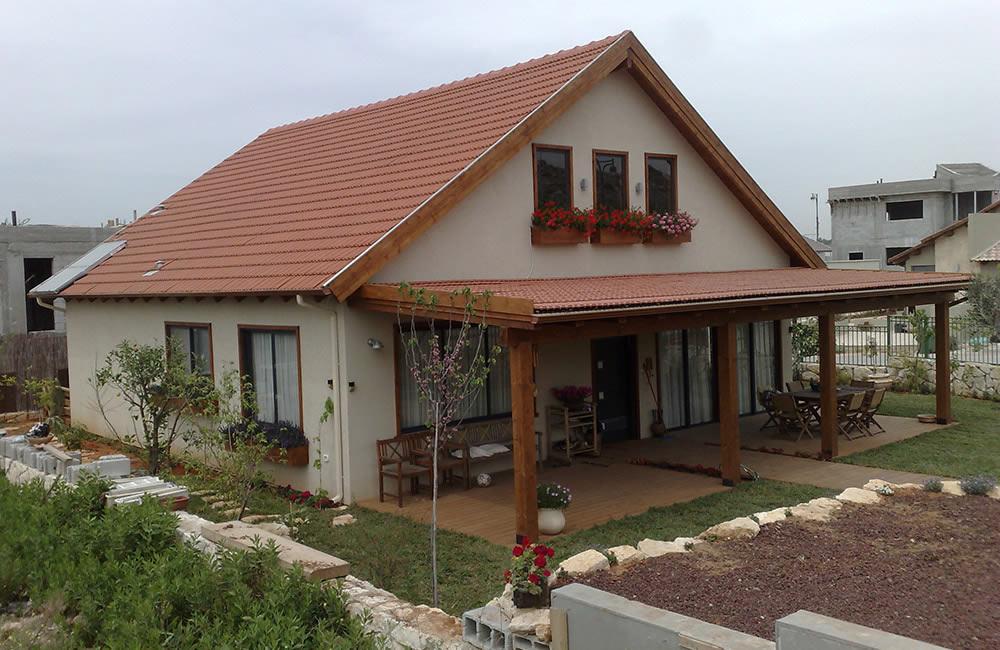 בית מעץ בנירית עם פרגולה