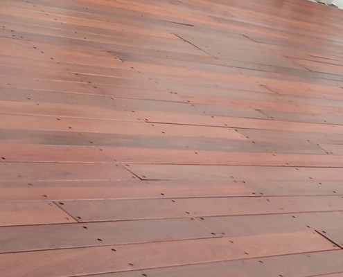 בניית דקים מעץ אלונים בתי עץ