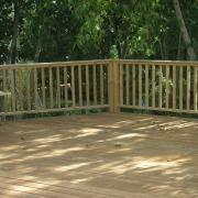 בניית דק וגדר עץ