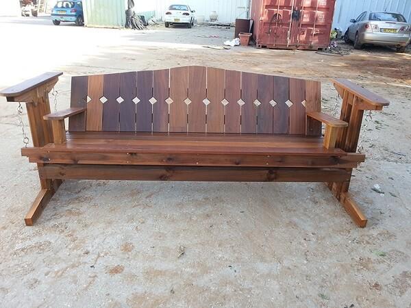 ספסל מעץ איפא